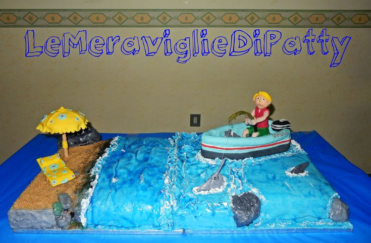 torta spiaggia con barca e pescatore