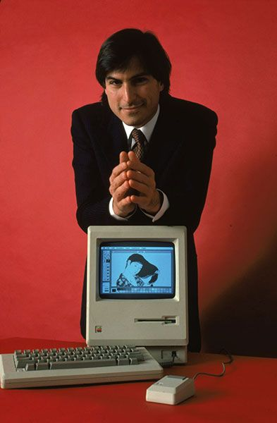 steve jobs with the macintosh 128k, 1984