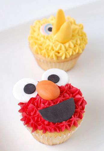 Oh man, my nephew would absolutely shit a brick if these were at his birthday party. He and Elmo are BFFs. MUST remember!
