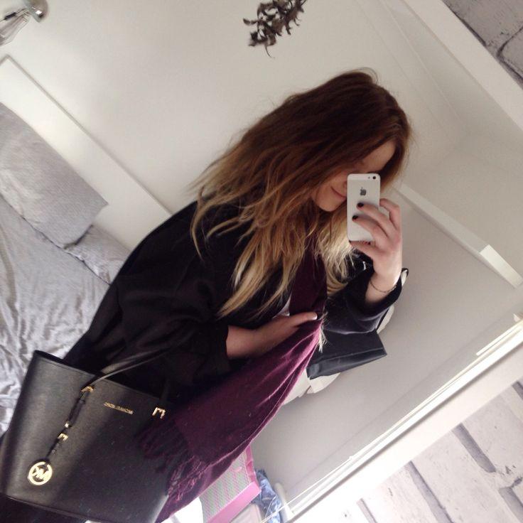 Michael Kors handbag 💯 % authentic Michael Kors handbag. Just used one time. Its like brand new! Michael Kors Bags Totes