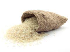 Eau de riz (diarrhée) : IndicationsL'eau de riz est recommandée contre la diarrhée comme solution de réhydratation.Eau de riz (diarrhée) : Ingrédients30g de rizEau de riz (diarrhée) : PréparationFaire bouillir le riz pendant 30 minutes environ, couvrir.Enlever le riz et garder l'eau de cuisson.Eau de riz (diarrhée) : PosologieBoire l'eau de riz nature.