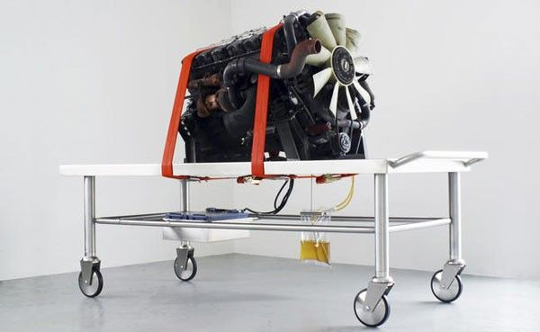 Arcangelo Sassolino, Madre, 2010, Renault 385 premium camion motor, steel, battery, diesel oil, about 200 x 320 x 145 cm. Galleria Continua San Gimignano, 2010. Photo by Ela Bialkowska