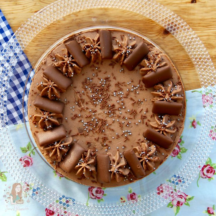 A Chocolatey, Caramelly & Almond No-Bake Cheesecake, all based around the wondrous Daim Bar! Daim Bars are one of those sweet treats that you either love, or have never had. I have had oodles of them from the occasional trip to IKEA when I was younger – but I will admit that I have neglected them over the years for other chocolates, till I was asked to create this delicious recipe from one of my regular readers. Daim Bars are a crunchy caramel almond butter bar, covered in milk chocolate…