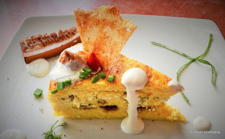 felie de tort de mamaliga in straturi cu branza ssmantana si jumari