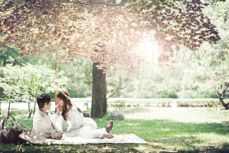 Korean concept inspired outdoor wedding photoshoot inspiration // A Korean Concept Photoshoot Promotion for IDOWEDDING's 5th Anniversary