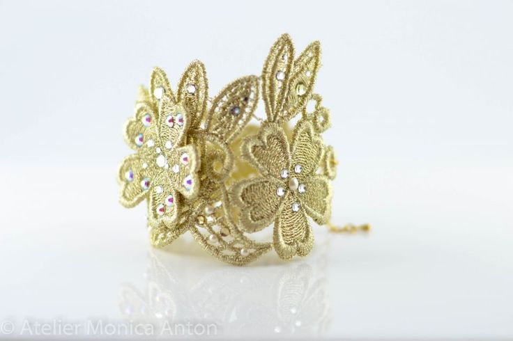 Free standing lace bracelet with swarovski crystals