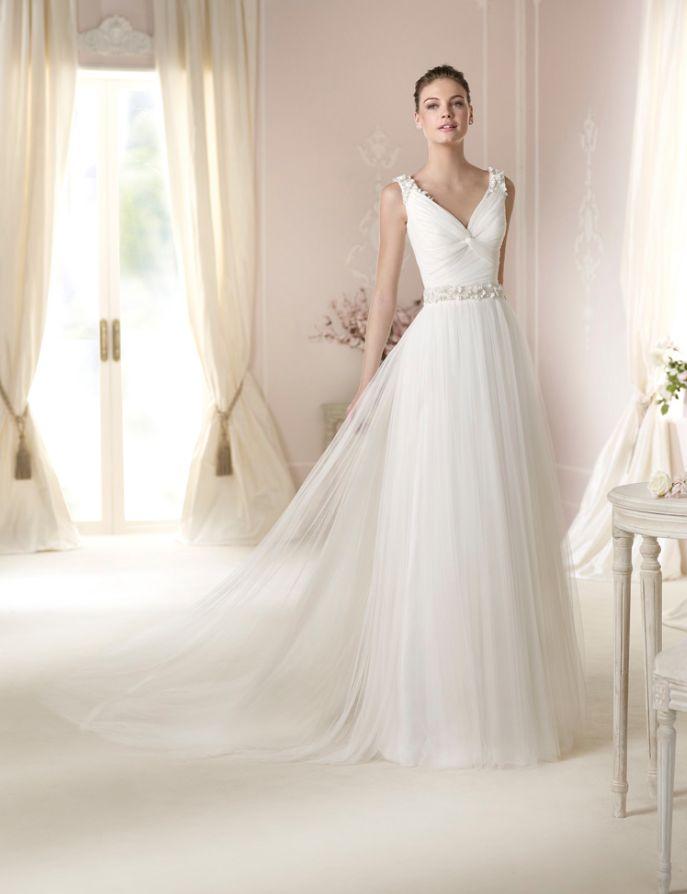 Vestido de #novia con corte imperio, manga sisa, con pedrería y ...