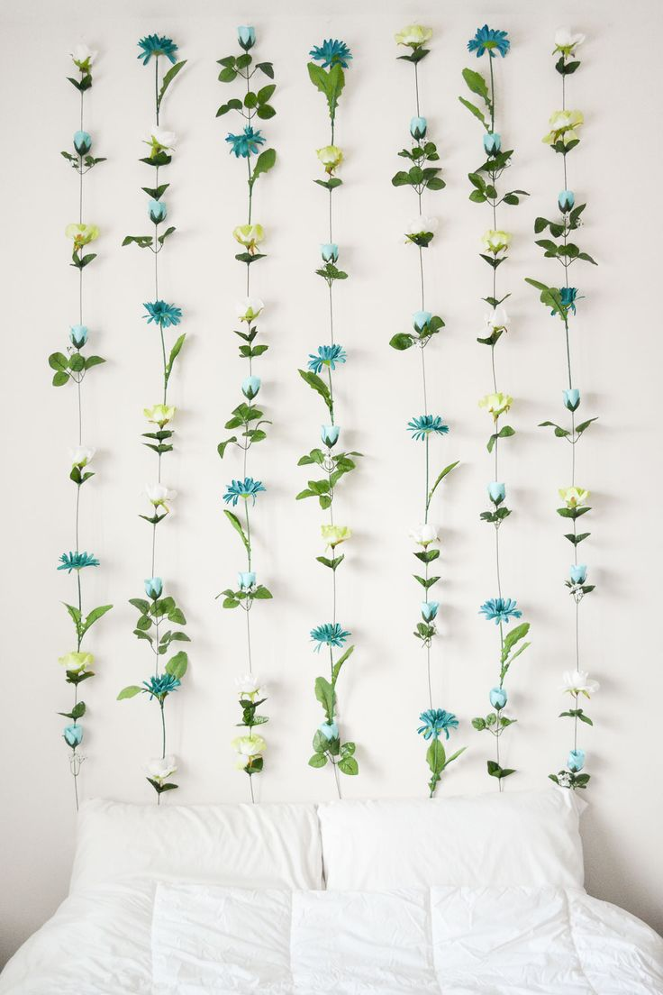 DIY Flower Wall Headboard- could do this by my doorway for a nice photo backdrop!