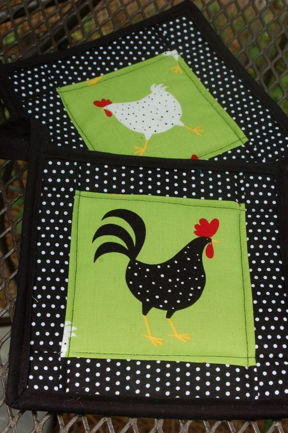 Chicken and Rooster quilted pot holder set   by craftinjenn, $13.00....AGARRADERAS DISEÑOS ALEGRES