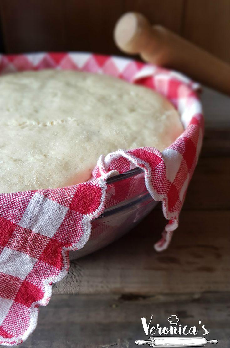 L'impasto per la rosticceria siciliana infallibile morbido, adatto per creare le classiche pizzette, cartocciate o quant'altro della rosticceria Siciliana! Qui sotto troverete una foto della preparazione della mini tavola calda!