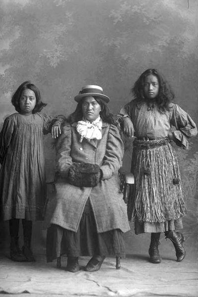 Maori Girls in 1909