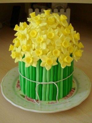 Springtime daffodil cake