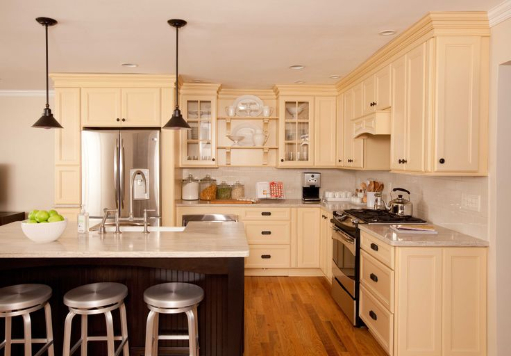 A young family were beginning to outgrow their outdated kitchen. Watch as they decide to give the room an overhaul, with help from Martha Stewart.