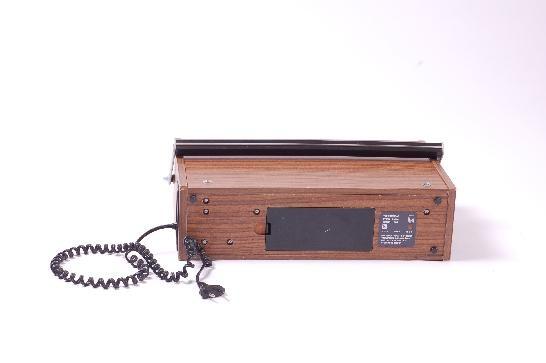 """DDR Museum - Museum: Objektdatenbank - Radio """"R 1612""""    Copyright: DDR Museum, Berlin. Eine kommerzielle Nutzung des Bildes ist nicht erlaubt, but feel free to repin it!"""
