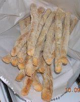 (ricetta delle sorelle Simili)  500 gr di farina 00  250/280 gr di acqua  15 gr di lievito di birra  8 gr di sale  50 gr di olio di oliva  ...