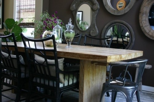 love the all the simple furniture and accessories paired with a dark dramatic color: Mirror, Wall Colors, Dining Area, Eclectic Dining Rooms, Interiors Design, Wood Tables, Dining Rooms Tables, Dining Tables, Dark Wall