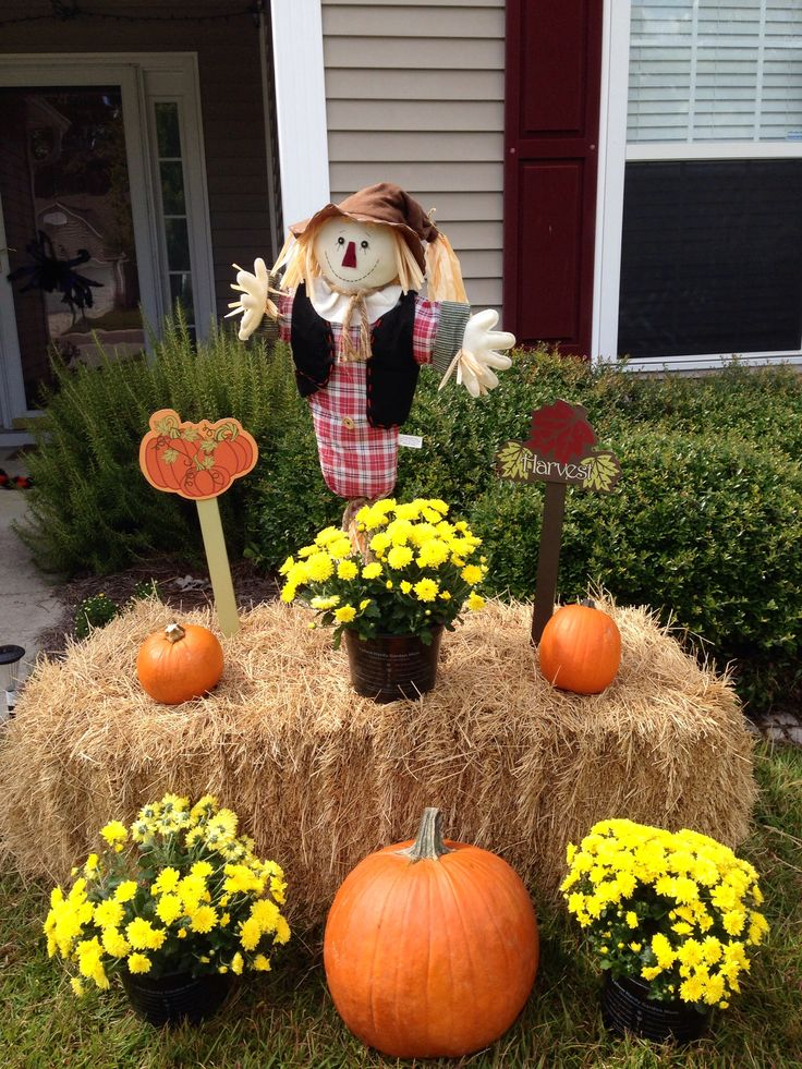 My fall yard decor yellow mums pumpkins hay bale and a for Yard cutouts
