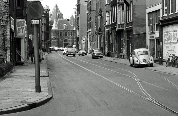 Sint Antoniebreestraat, view toward Nieuwmarkt. The Nieuwmarktbuurt in decline in 1969. Houses and shops demolished or boarded up. Old tramtracks (wisselplaats) are still in place. The Sint Antoniebreestraat was where mainly Jewish textile traders plied their businesses. © Henk Graalman