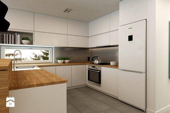 Fajna biała zabudowa do sufitu + ładne drewniane blaty   -> Kuchnia Ciemno Szara