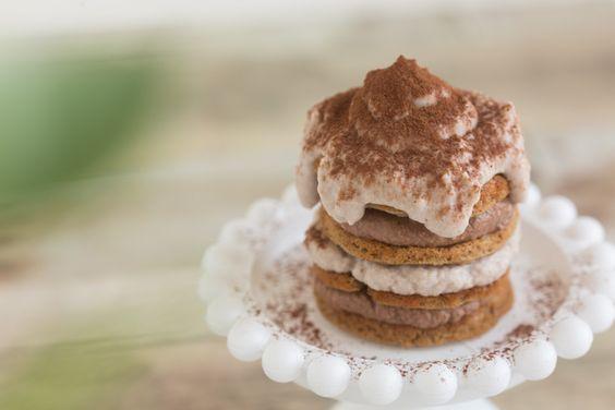 Med smak av kaffe och punsch blir denna ljuvliga pannkis oslagbar till frukost för de som gillar den spanska efterrätten tiramisu. Den är dock mycket nyttigare och kan ätas med gott samvete närsomhelst på dagen.