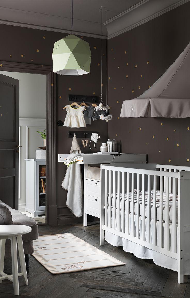 Wer sagt, dass Kinderzimmer entweder rosa oder blau sein müssen? Geben Sie Ihrem Kleinen einen neutraleren Start ins Leben. Sie können jedoch einige Goldpunkte hinzufügen! Eith …