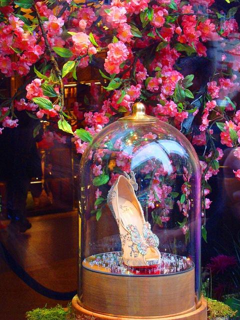 Harrods Christmas Window Display 2012 - Cinderella's Glass Slippers!