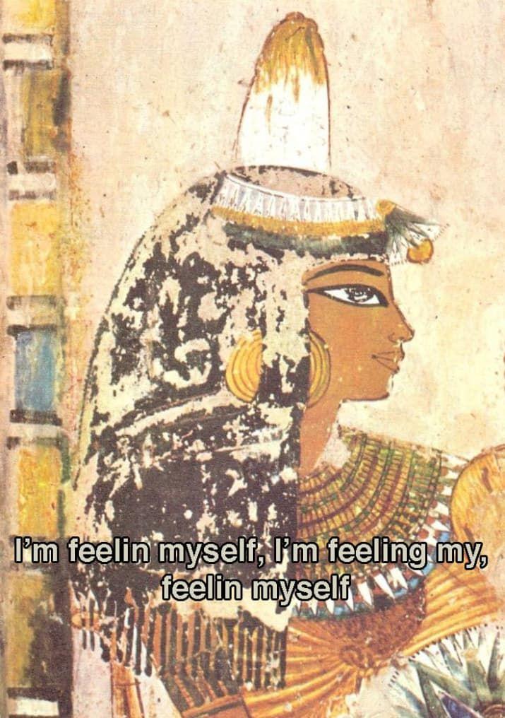 """en el antiguo Egipto, usaban """"sombreros"""" de grasa animal perfumada para disfrazar su olor corporal.. Porque estar cubierta con grasa con esencia de loto es mejor, ¿supongo?"""