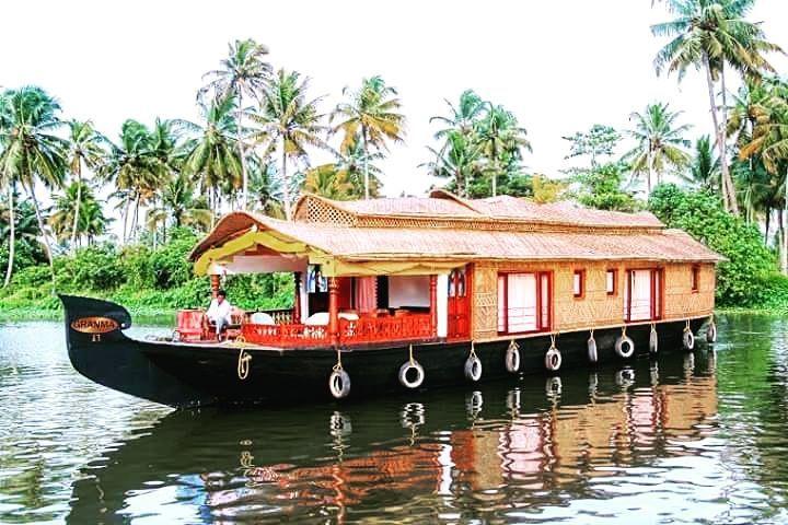 Boat House AllepyKeralaIndia... #BoatHouse #Allepy #Nightout #Kerala #Munnar #MesmerisingKerala #MustVisit #NatureParadise #NatureLovers #InNaturesLap #Travel #Traveller #TravelDiaries #TravelGoals #Travellographer #Explore #Explorer #Wanderer #Wanderlust #Adventure #AdventureGoals #AdventureDiaries #AdventureWithA2Z #TravelWithA2Z #ExploreWithA2Z #A2ZAdventure #IncredibleIndi