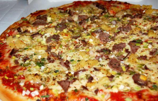 """Рецепт очень необычной и очень вкусной пиццы! Пробуйте, вам понравится! """"Пицца с мясом и пекинской капустой"""" Рецепт тут... http://knigarulit.ru/pitstsa-s-myasom-i-pekinskoy-kapustoy/"""