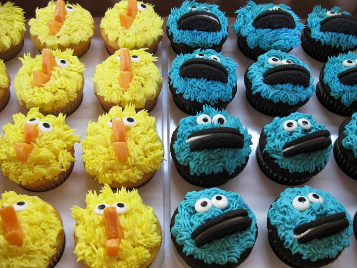Sesame Street cupcakes: Big Bird, Cookie Monster, Oscar the Grouch and Elmo!  @FoodBlogs
