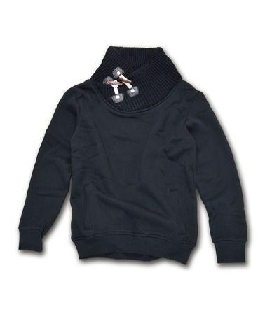 Ανδρική φούτερ μπλούζα με ιδιαίτερο σχέδιο στο λαιμό με κουμπιά. Διατίθεται σε μαύρο και η σύνθεση της είναι 90% βαμβακερό, 10% πολυεστερικό. Φορέστε τη, τις κρύες μέρες του χειμώνα με τζιν και μοντέρνα παντελόνια.
