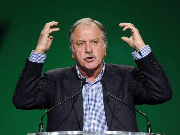Le député écologiste n'a pas de mots assez durs pour qualifier François de Rugy qui n'a pas donné de consigne de vote pour le 2nd tour de la primaire de la gauche alors qu'il estime que celui de Benoît Hamon est compatible avec leurs valeurs.
