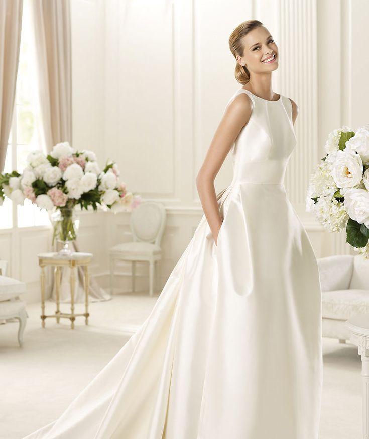 Pronovias vous présente la robe de mariée Galaica, Manuel Mota 2013.   Pronovias