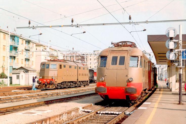 Elettromotrice ALe 840-034 e locomotiva E636-239 a Novi Ligure nel 1994 - (Foto: Riccardo Genova)