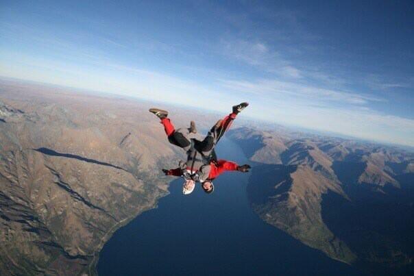 paula jones @paulajones1987  ·  Apr 6 Sky diving in NZ!!