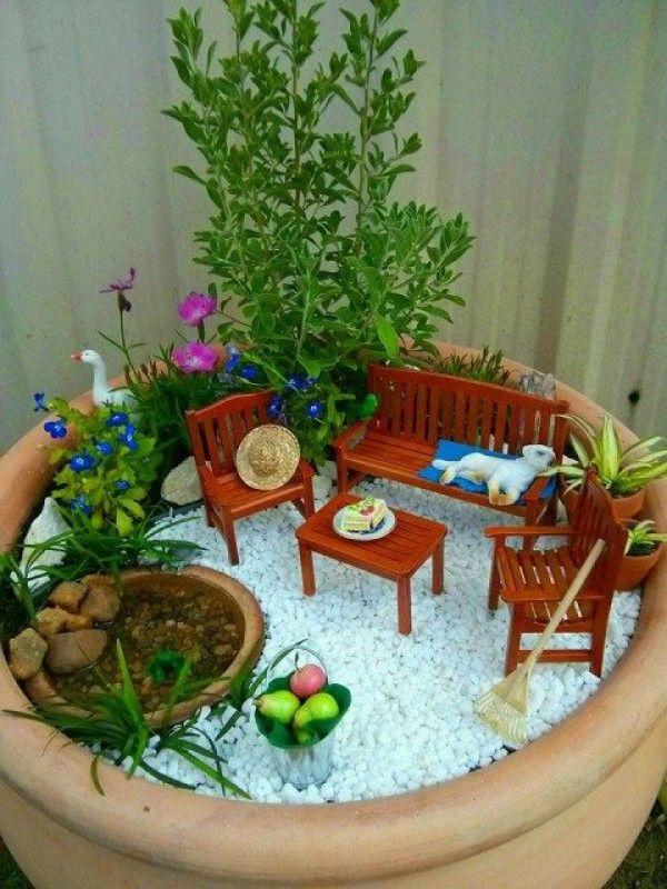 Tiny pot garden feature, red garden furniture set