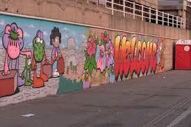 - Il Furibondo - Tutto ciò che riguarda l'estetica urbana è bene comune e partecipa direttamente alla costruzione dell'identità di una comunità. Proprio per questo, ciò che arricchisce di più una comunità è la qualità dell'estetica e il progetto culturale che la sostiene, non la quantità di eventi messi in atto. Registriamo con fiducia le…