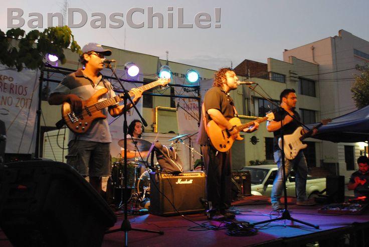 RadioQuimera es una banda de San Fernando (VI Región) que nació hace tres años, pero desde 2016 la banda ha buscado consolidar su proyecto musical al formalizar la grabación de sus temas propios.