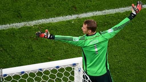 #Worldcup Another good claim from Manuel Neuer, hurtling out to punch this time, ends an Argentine attack. The best keeper in the world?