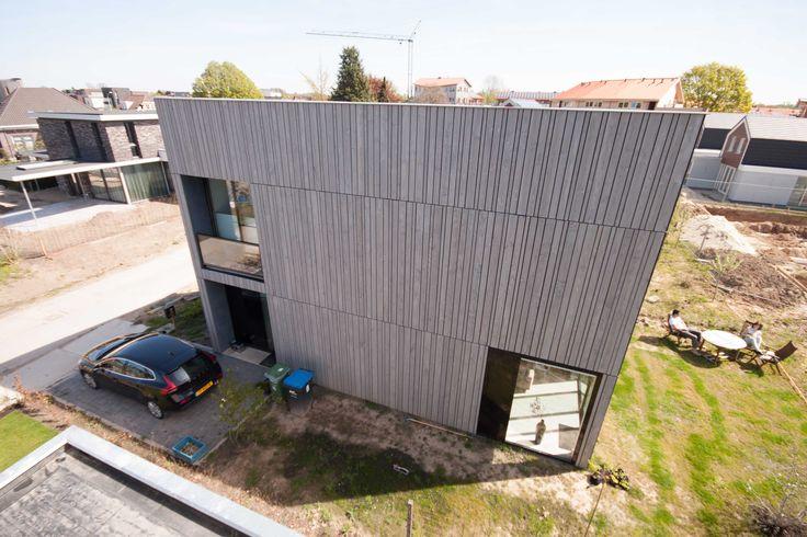 Datcha house 2, Plant je Vlag, Nijmegen (Lent), ontworpen door 8A Architecten - moderne vrijstaande zelfbouw woning met houten gevel en aluminium kozijnen