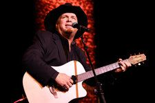 nice Garth Brooks Plays Surprise Show at Legendary Texas Honky-Tonk Ahead of SXSW Gig Check more at https://epeak.info/2017/03/18/garth-brooks-plays-surprise-show-at-legendary-texas-honky-tonk-ahead-of-sxsw-gig/