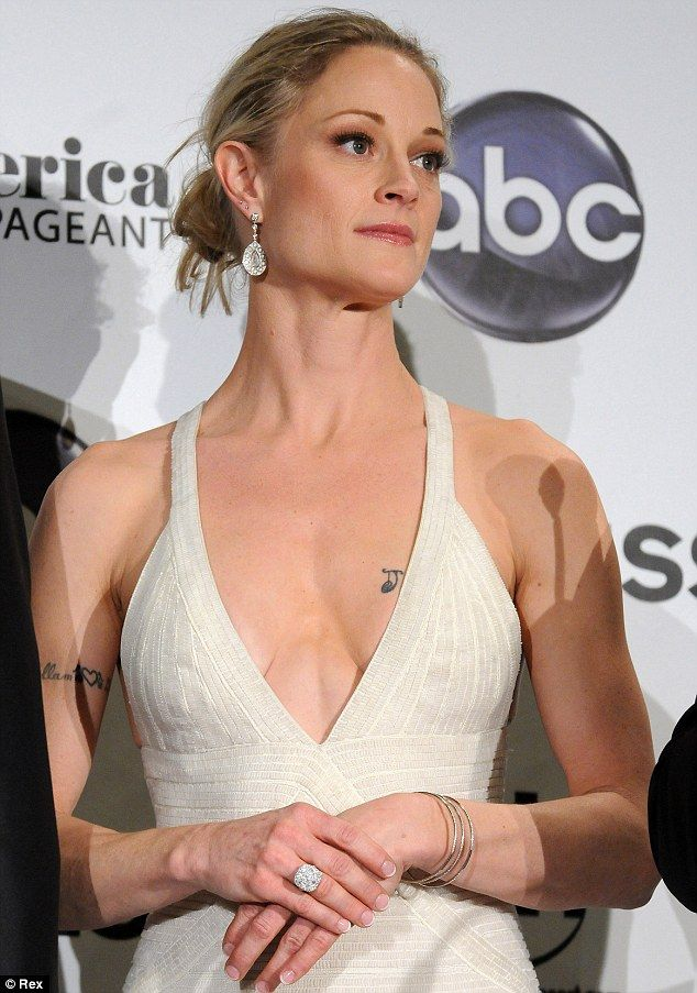 Bankrupt: Teri Polo reportedly owes almost $1 million in taxes and credit card bills... http://dailym.ai/1icCE5v#i-9d6e0e46