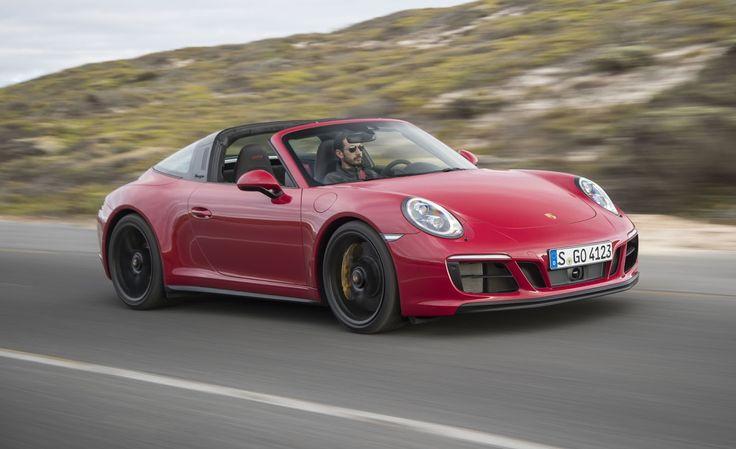 2017 Porsche 911 GTS Previews