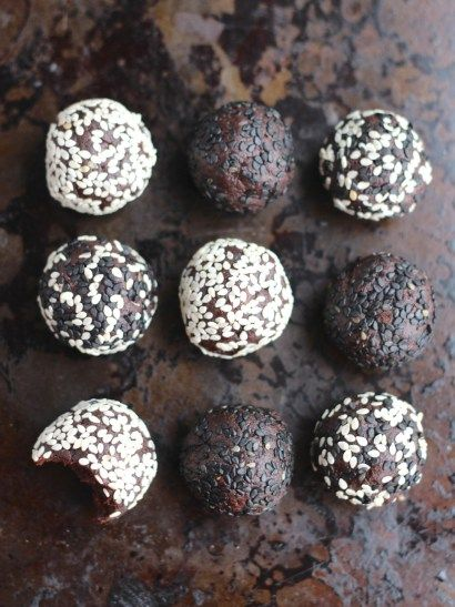 Chocolate tahini balls are a very simple nut free sweet treat made from tahini, cocoa powder and dates. Use black and white sesame for a monochrome effect.