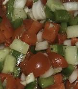 Ingredientes. 500 grs de tomates. Un ajo. 200 grs de pimientos verdes Una miga de pan. Aceite de oliva. Vinagre. Sal. Un huevo duro (opcional).  Preparación. En un mortero se maja el pimiento...