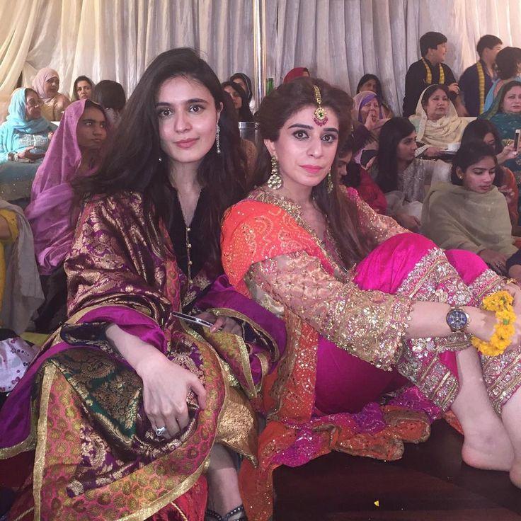"""Best friend  Rida Javed & Mehak Elahi in Farah Talib Aziz at Awais & Zainab's Mehndi tonight! #A➡️Z ✨✨ @farahtalibazizdh"""