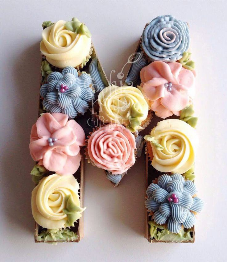 ♡♡♡ putting cupcakes in a letter shaped box? Fantastic!
