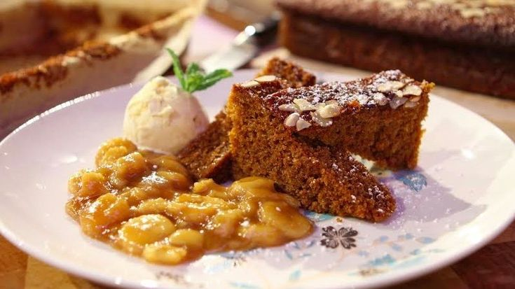 Ginger cake with banana and caramel sauce