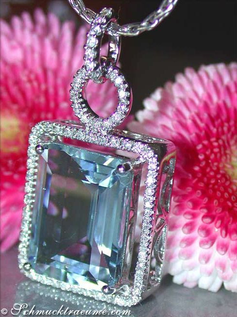 Grand Aquamarine (7.95 cts.) Diamond (0,35 cts.) Pendant, WG-18K -- Find out: schmucktraeume.com - Visit us on FB: https://www.facebook.com/pages/Noble-Juwelen/150871984924926 - Any questions? Contact us: info@schmucktraeume.com