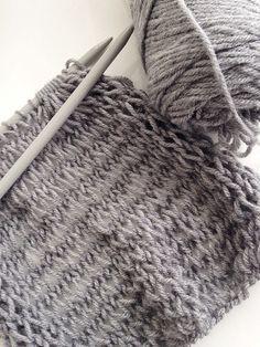 Este é um padrão grande cachecol para knitters iniciantes, uma vez que não só é fácil / qu ...